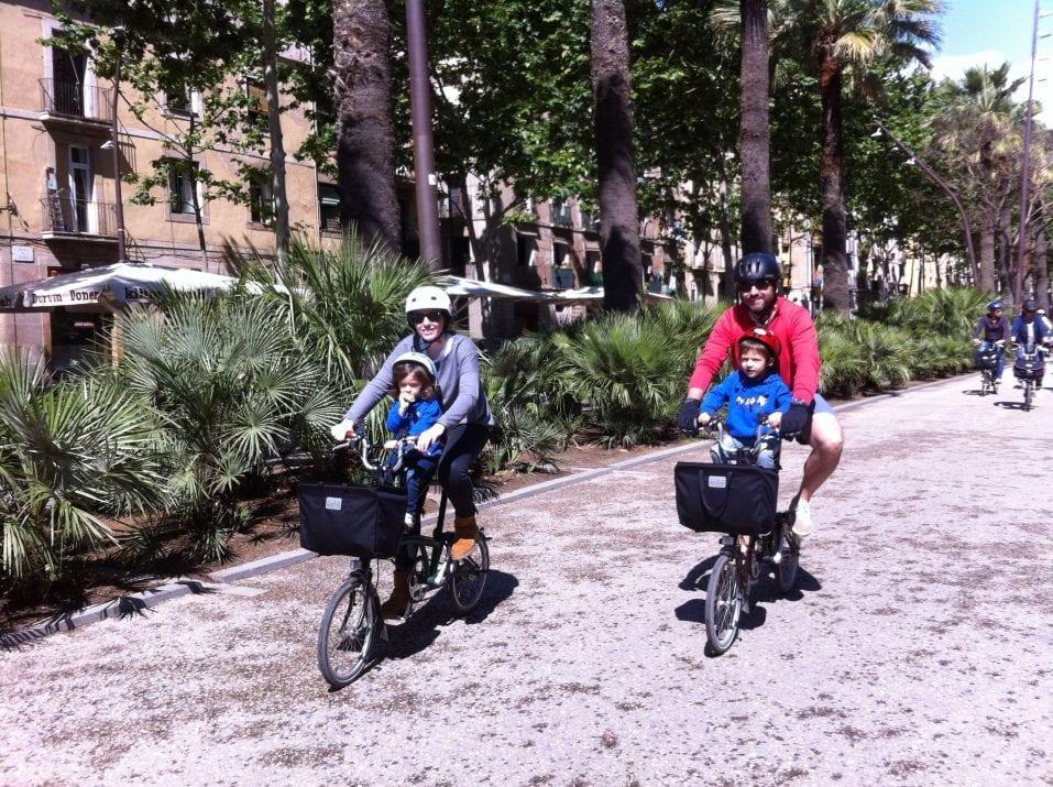 The gazers of Montjuic. (Bike route)
