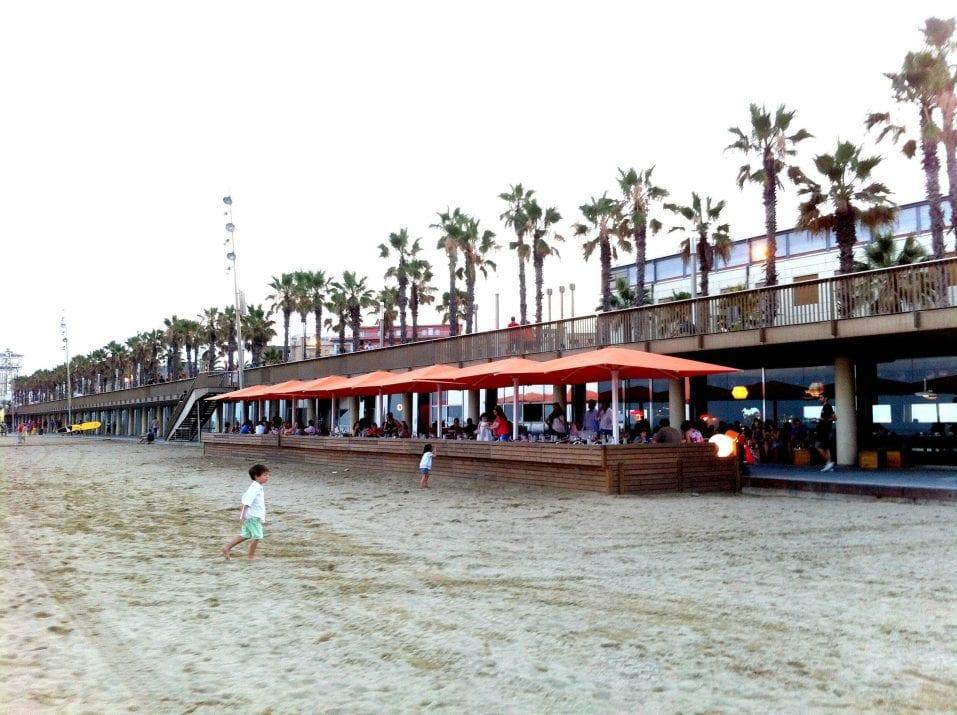 Sal Café. A terrace on the beach
