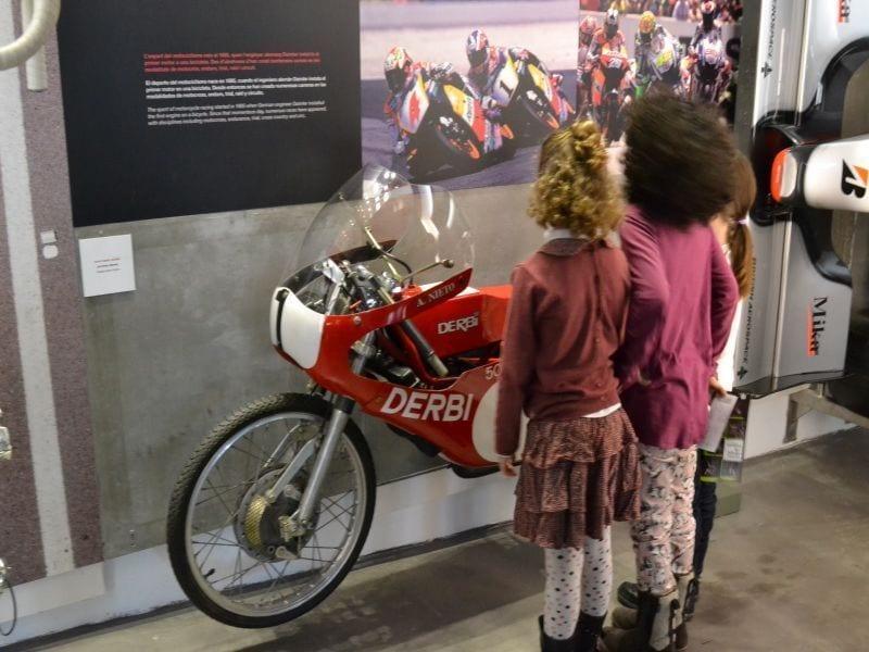 Museu_olimpic_Montjuic Barcelona_Colours Moto derbi
