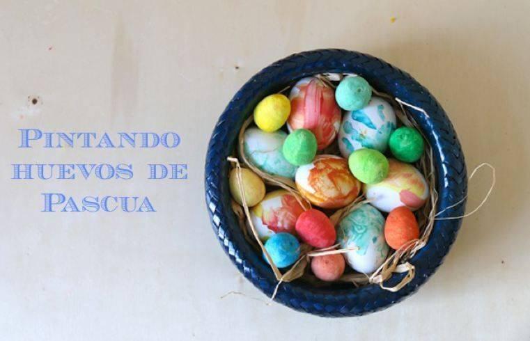 Pintando huevos de Pascua