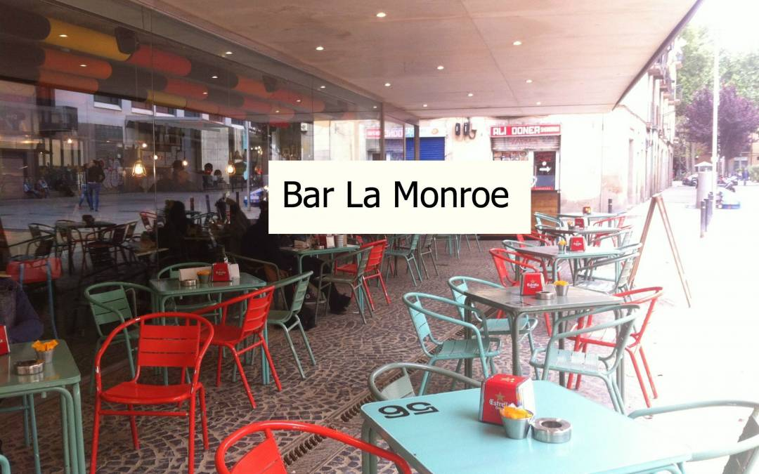 Bar La Monroe, terraza y parque en el Raval