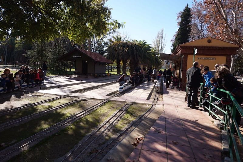 Parque can mercader de cornell barcelona colours for Piscina can mercader