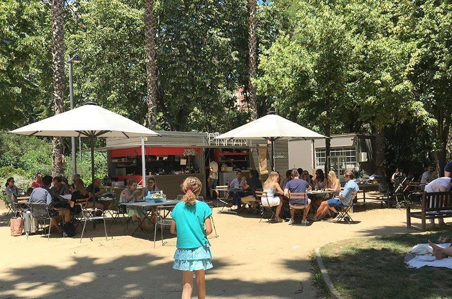 Pinhan Café y los jardines del Turó Park
