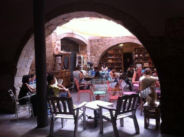 Espai Mescladís, a family restaurant with a lovely terrace
