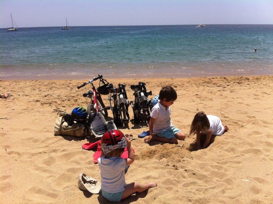 Playa de castell con los niños