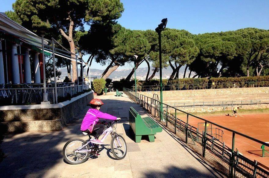 En bici por Montjuïc con niños