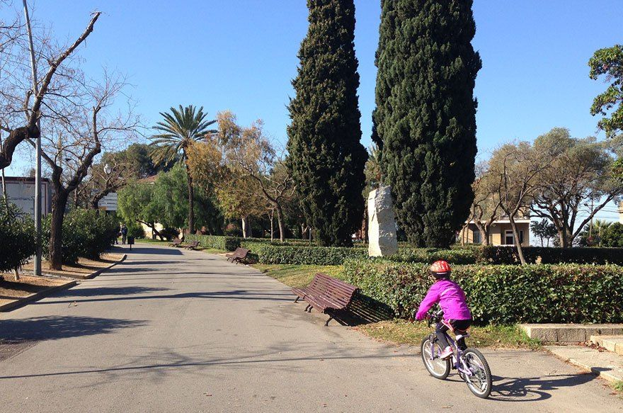 Cycling in montju c with children barcelona colours for Cinema montjuic 2016