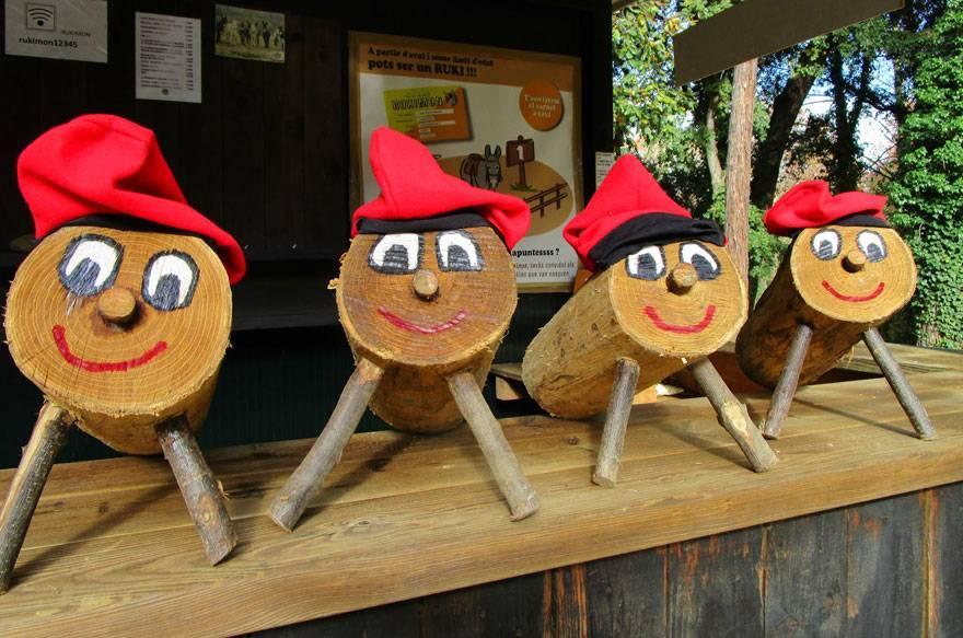 Ven a buscar Tions de Navidad en el bosque mágico de Rukimon