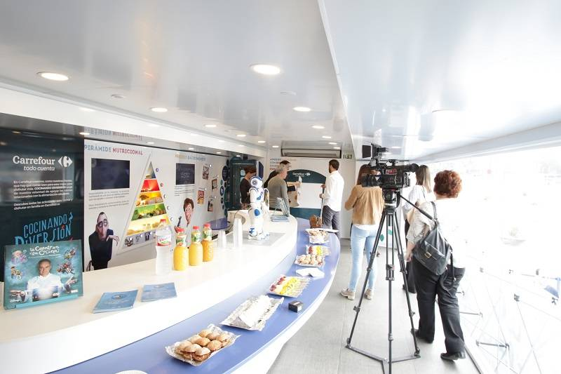 Disney Salud Ferran Carrefour Y De Caravana Adrià Con La 8ETxZwXqE