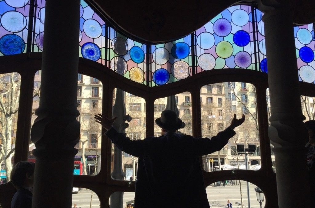 A theatrical visit to Casa Batllo