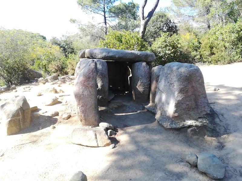El Santuario del Corredor y el Dolmen de Ca l´Arenes